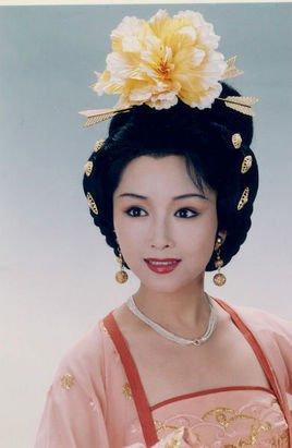基本信息 中文名称 黄依群 出生地 浙江省 温州市区 周宅祠巷 出生