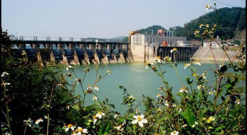 西津湖旅游风景区位于横县县城西南,因西津电站而得名,离县城5公里