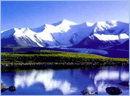 位于果洛藏族自治州玛沁县雪山乡境内,距自治州州府大武镇80公里,距