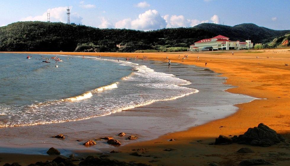 秀山岛滑泥主题公园开辟了中国泥主题旅游之先河,它以新颖别致的活动