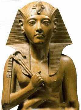 埃及金字塔是埃及古代奴隶社会的方锥形帝王陵墓.世界七大奇迹之一.