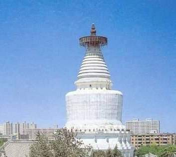 胜像宝塔是西藏佛教密宗的佛塔,也是佛教从印度传人中国最初的塔型