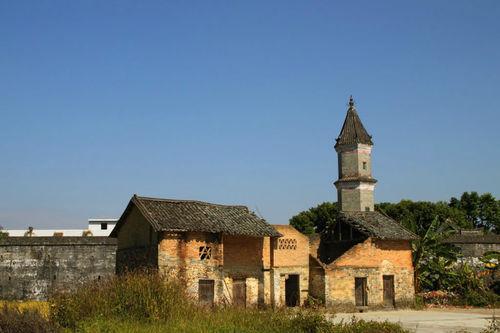 文笔塔,原名文明阁,矗立于村口位置
