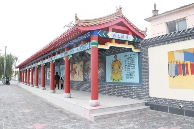 目前,合隆镇区少数民族特色已渐渐鲜明.