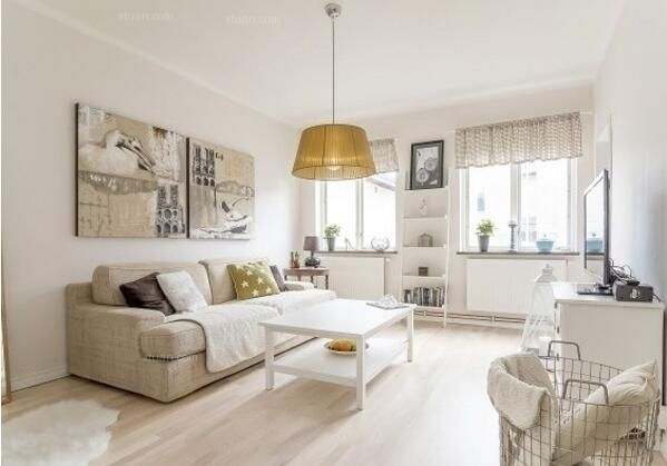 1. 北欧家装设计风格   在时下快节奏的生活以及家装设计多样化的前提下,大家对可以营造天人合一的自然气氛的北欧风格越来越喜爱。房子的装修也是大家重点关注的问题之一,那么北欧风格的家装要如何设计呢?怎样设计才能达到自己的要求?通过实用北欧风格家装设计案例鉴赏,来学习如何打造北欧风格家装吧。  一、北欧风格家装设计——客厅  该北欧风格客厅以白色为主,给人洁净的清爽感。白色和其他任意的色彩都可以是完美的搭配,在吊顶材料上设计了原木的假梁,以及墙壁上设计的一个原木的假窗和房间内放置的原